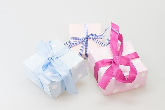 リボンのプレゼントのボックス