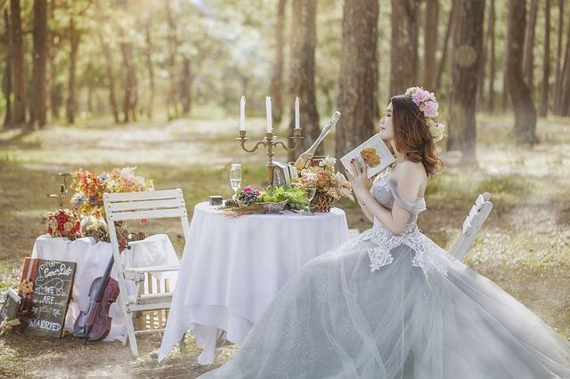 ギフトを選ぶ花嫁