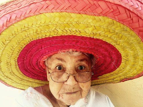 おばあちゃん おしゃれな老眼鏡