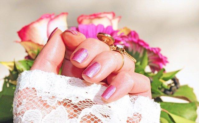ピンクのバラとネイル
