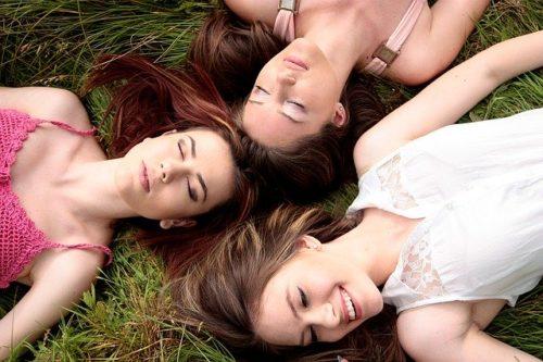 女の子 グループ